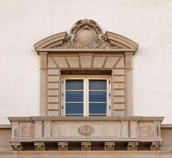 Facade window (forced perspective)